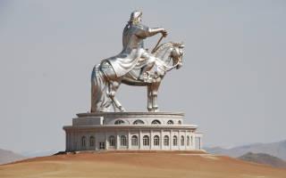 Памятник в монголии всадник на коне